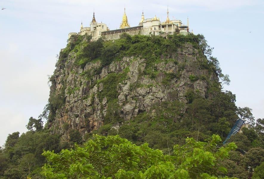 Туры в Мьянму. Вид на гору Попа