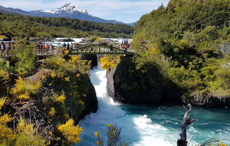 Туры в Чили. Экскурсии в Пуэрто Варас. Водопады Петроуэ