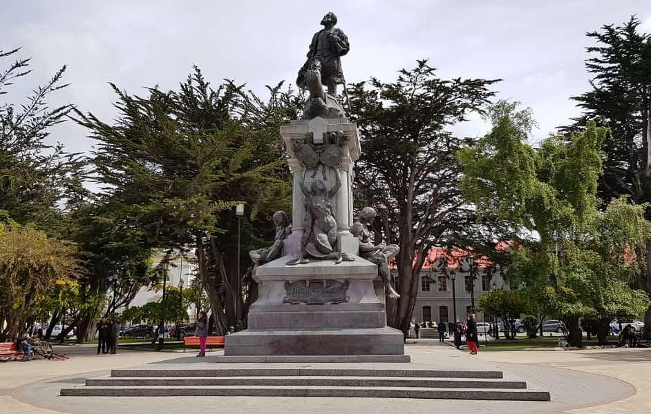 Тур в Чили из Украины. Пунта Аренас. Памятник Магеллану