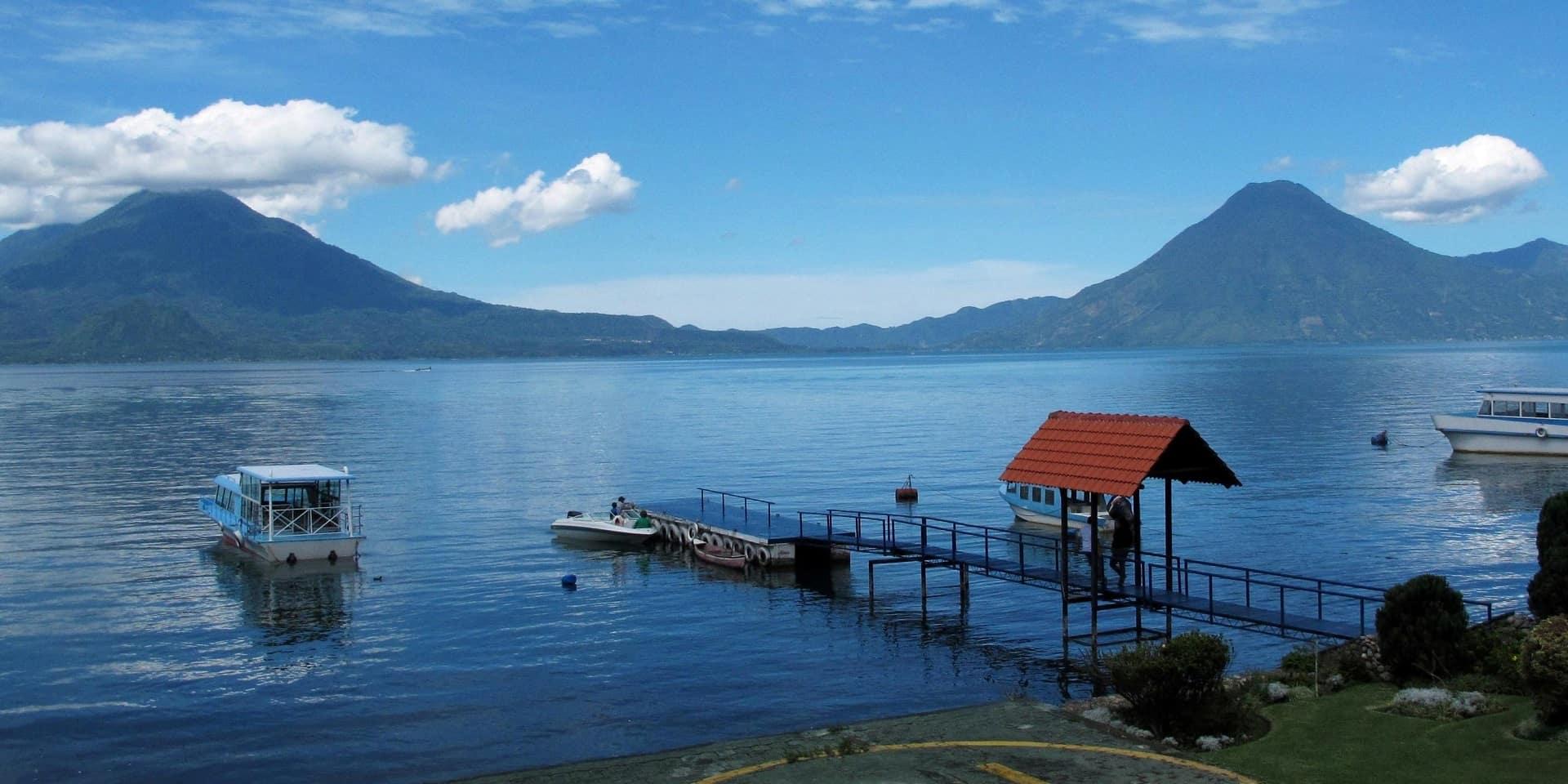 https://unicondor.com.ua/uploads/images/ekskursionnyy-tur-v-gvatemalu-ozero-atitlan.jpg