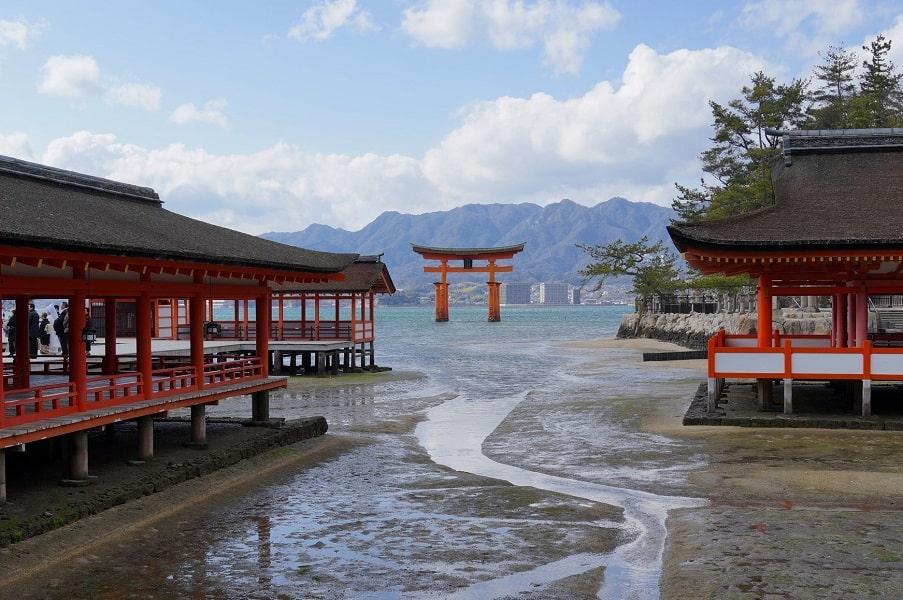 Экскурсионные туры по Японии. Миядзима. Святилище Ицукусима