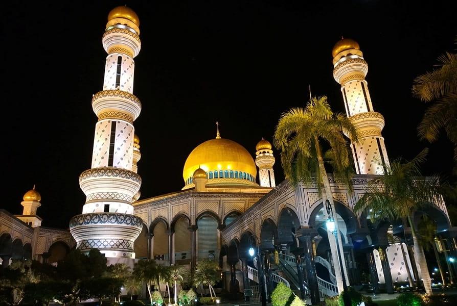 Экскурсионные туры в Бруней. Мечеть ночью фото