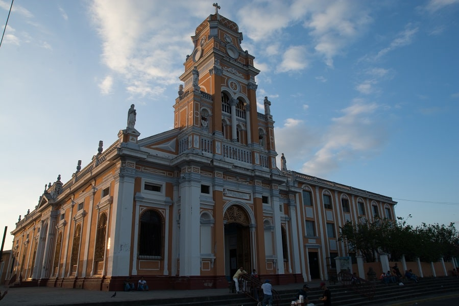 Экскурсионные туры в Никарагуа. Гранада. Старинная церковь
