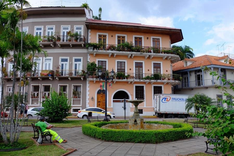 Экскурсионные туры в Панаму. Панама Сити. Площадь Боливара