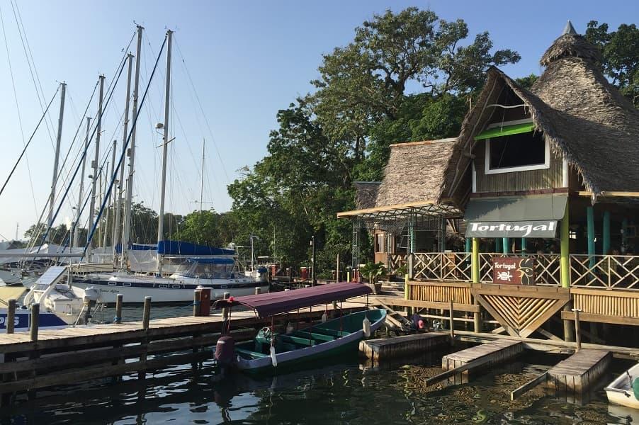 Групповые туры в Гватемалу. Рио Дульсе. Ресторанчик на воде