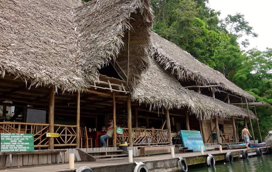 Отдых в Гватемале. Рио Дульсе. Ресторан на воде