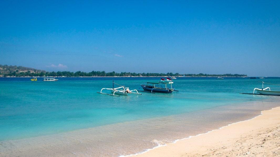 Отдых в Индонезии. Пляж на островае Ломбок