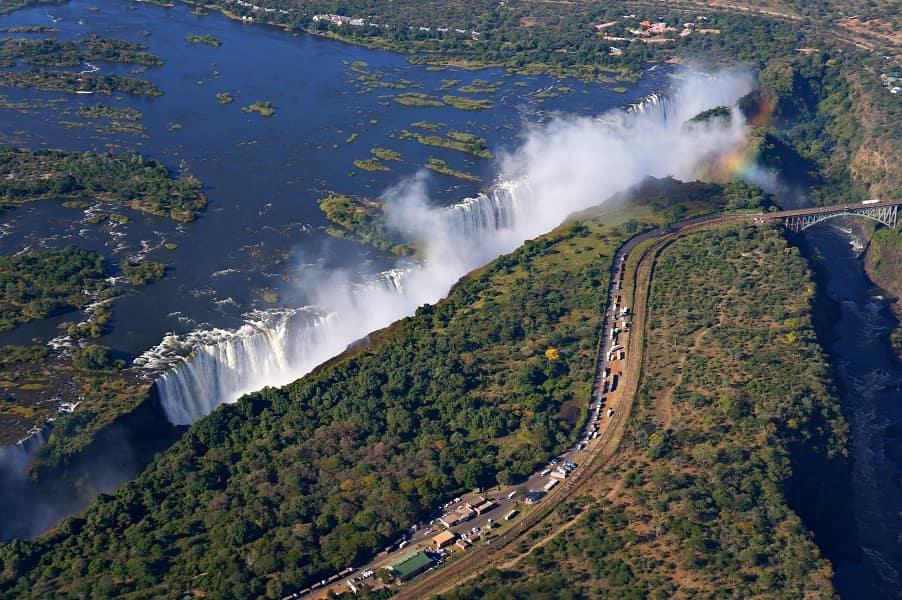 Отдых в Зимбабве вертолетная прогулка над водопадом Виктория