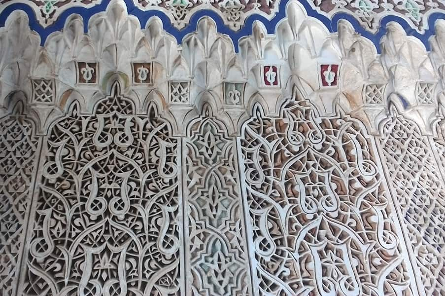 Поездка в Марокко. Фес. Резьба на гипсе Медерса