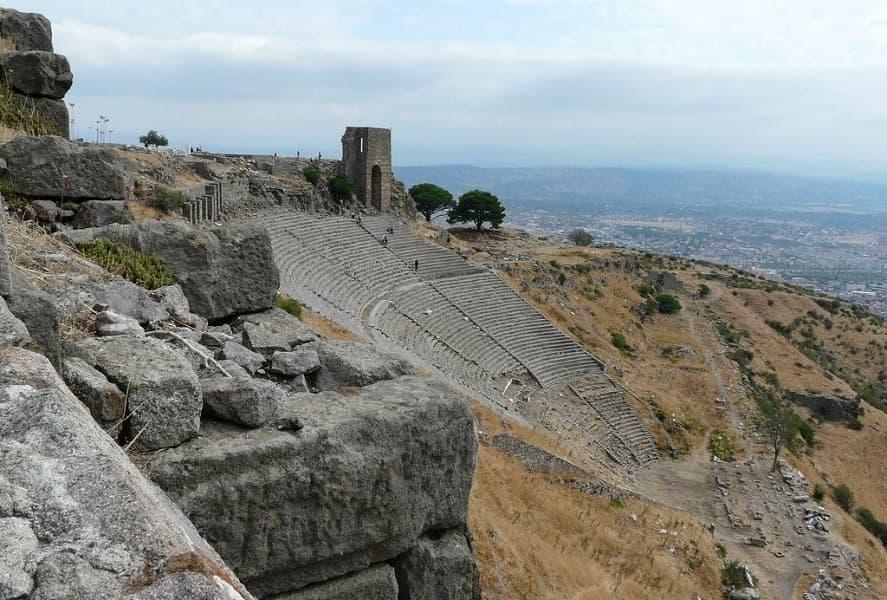 Поездка в Турцию. Троя. Амфитеатр на склоне