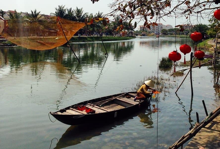 Поездка во Вьетнам. Хойан. Лодочница