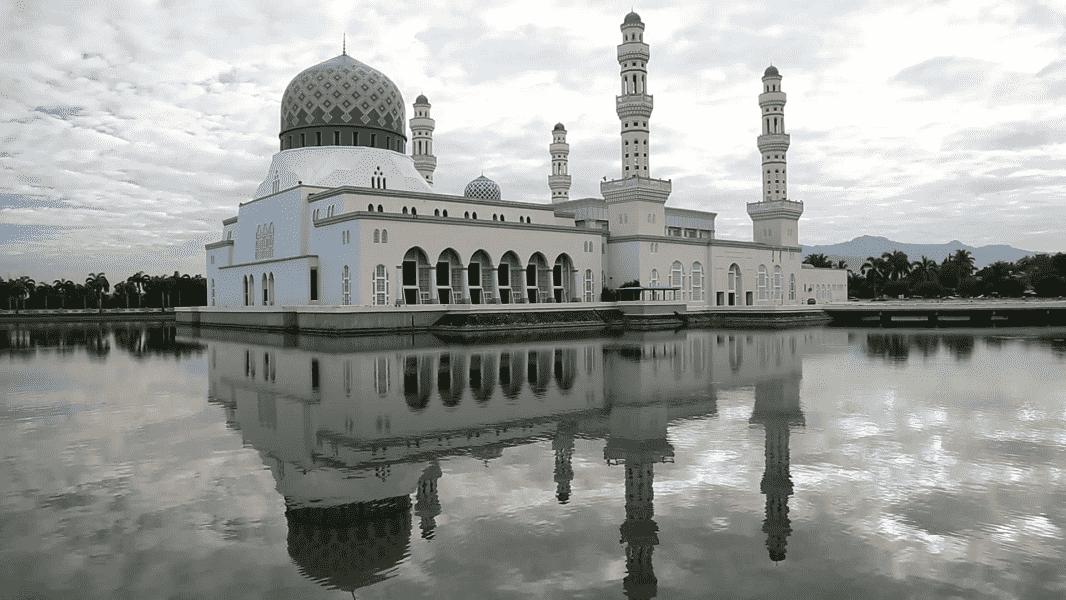 Путешествие в Малайзию. Мечеть в Кота Кинабалу фото