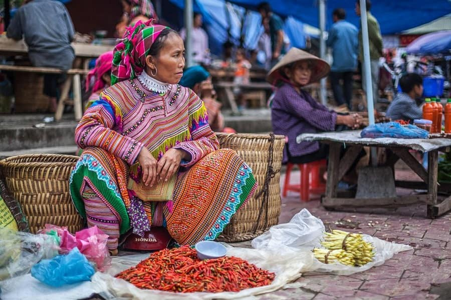 Путешествие во Вьетнам. Сапа. Продавщица на рынке