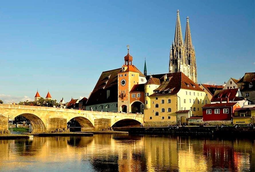 Тур в Чехию. Поездка в Швейцарию. Каменный мост в Регенсбуре
