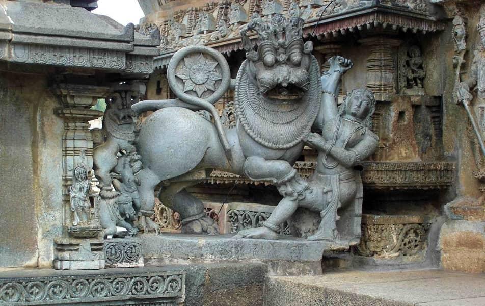 Путевка в Индию. Белур. Статуя