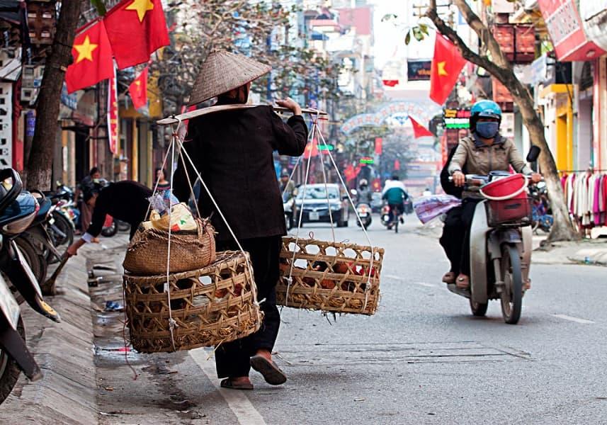 Путевка во Вьетнам. Ханой. Местный торговец