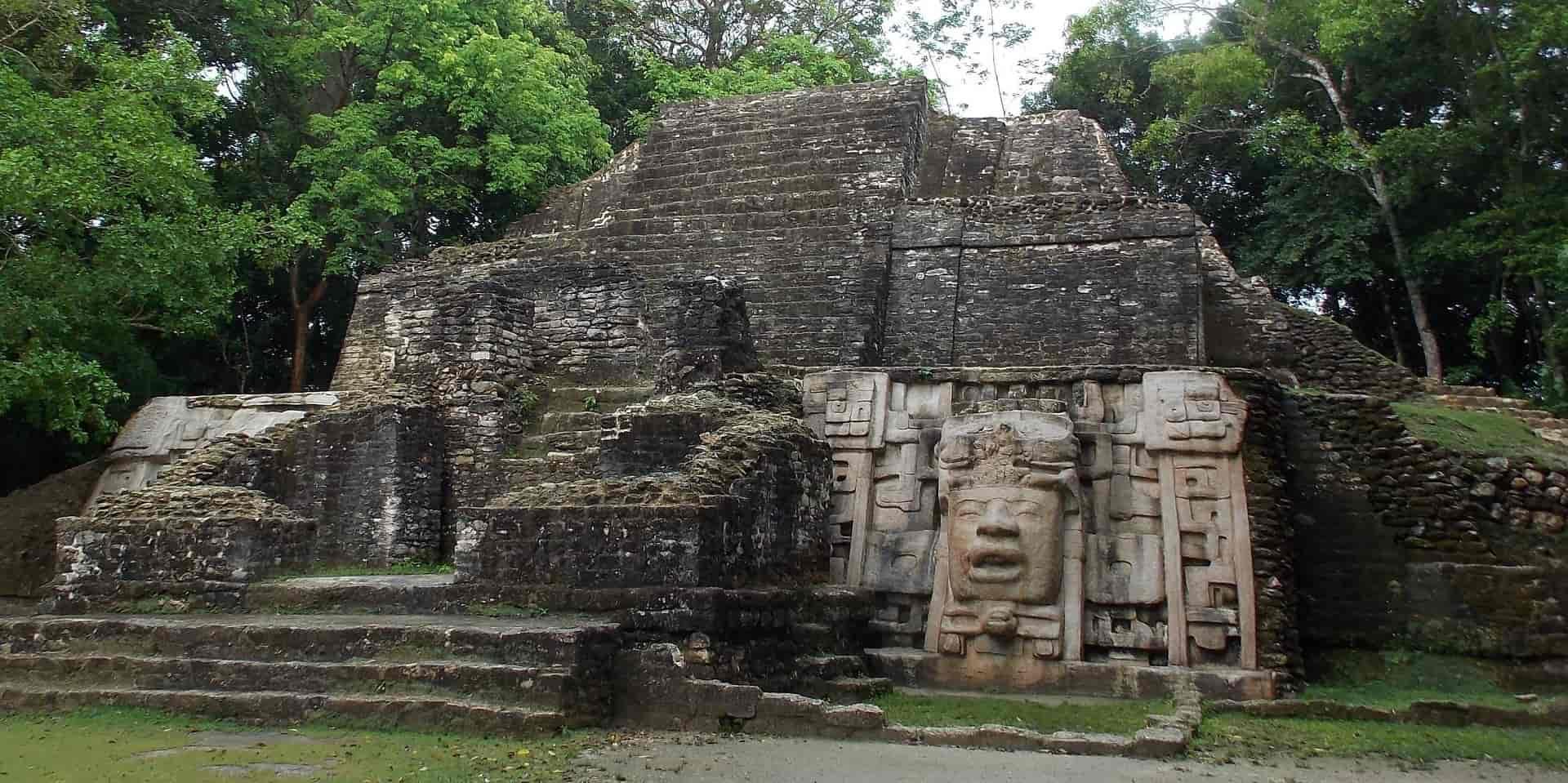 Тур в Белиз. Ламанай. Пирамида майя