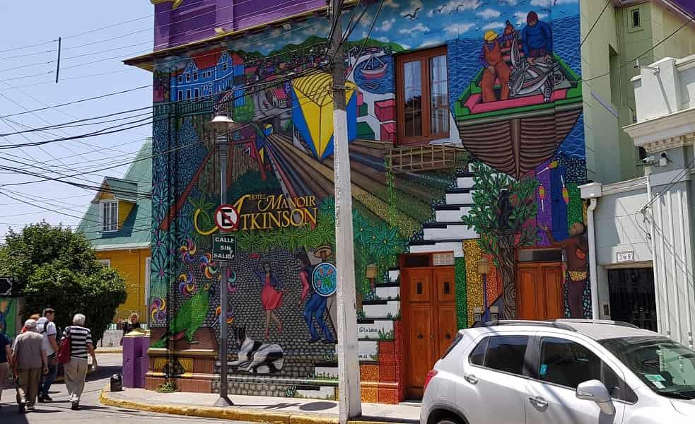 Тур в Чили. Вальпараисо. Графити на стене дома