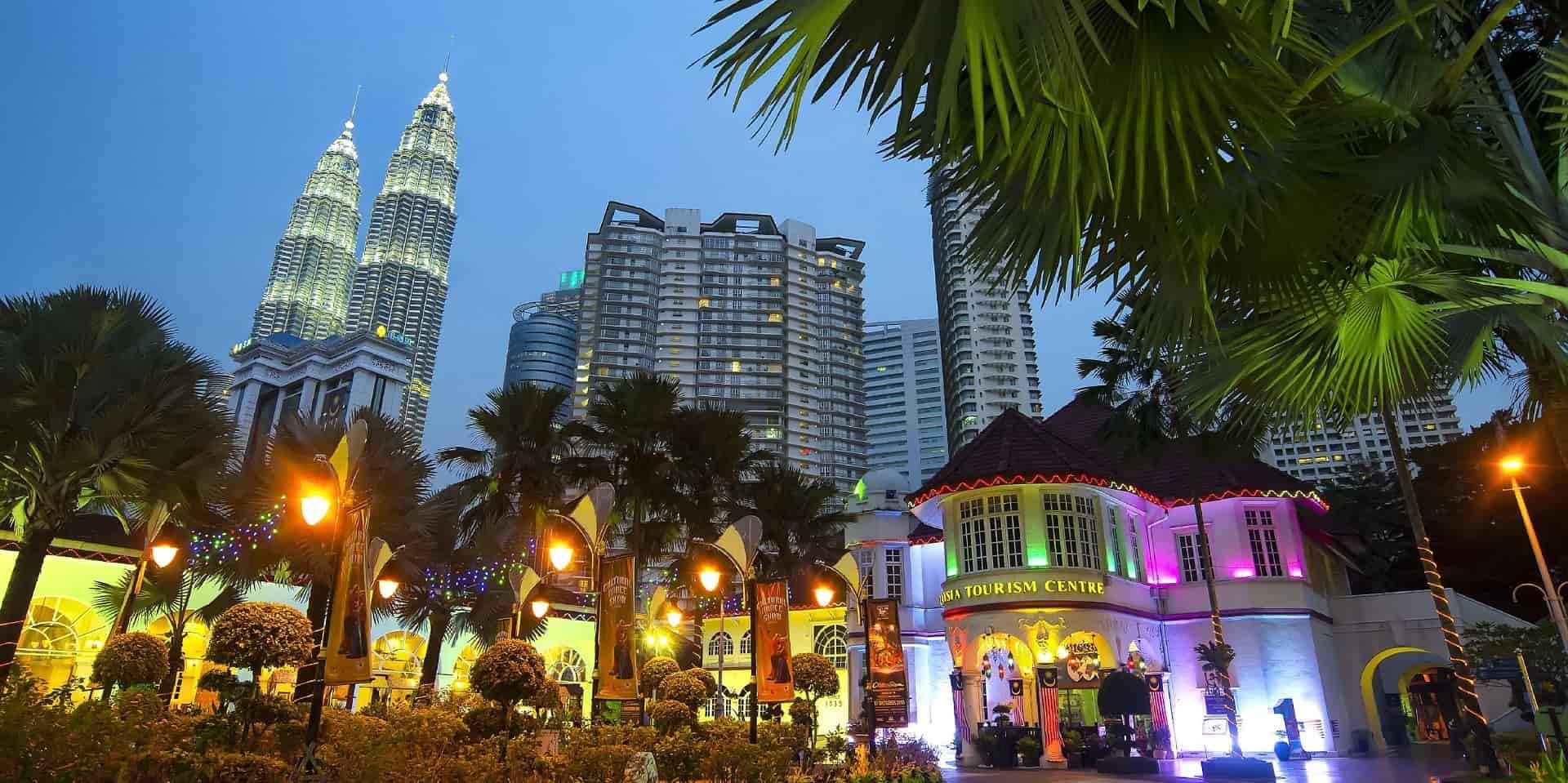 Тур в Малайзию. Куала Лумпур. Вечерний города фото