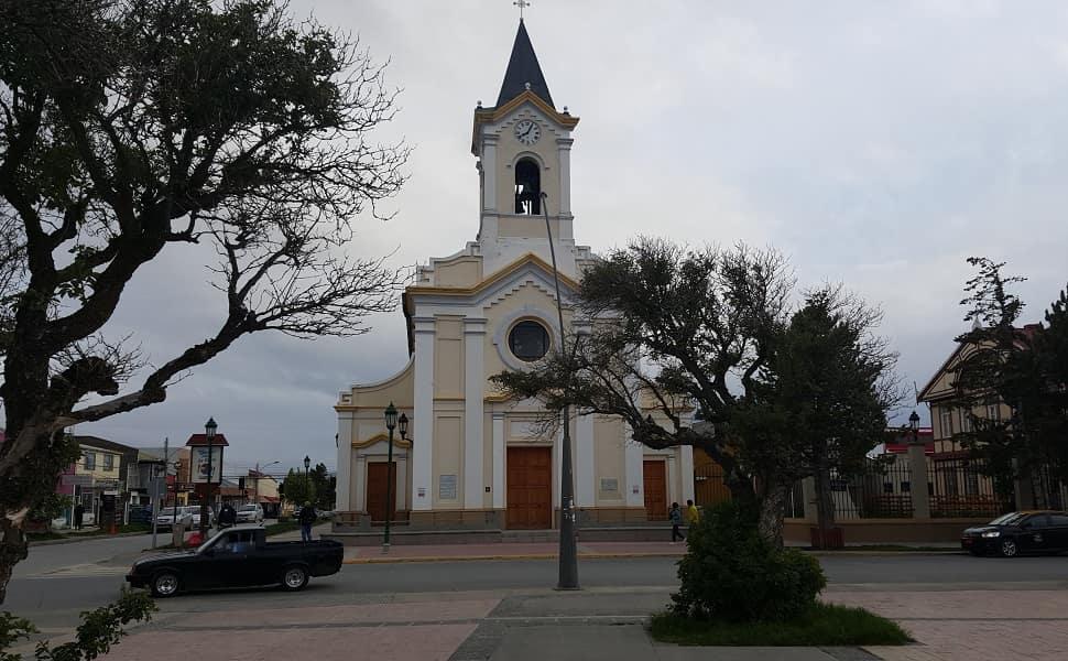 Туры в Чили. Пуэрто Наталес. Церковь на центральной площади