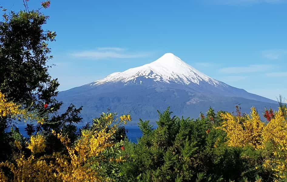Чили туры из Украины. Вид на вулкан Осорно