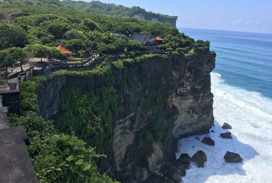 Туры в Индонезию. Бали. Скала возле храма Улувату