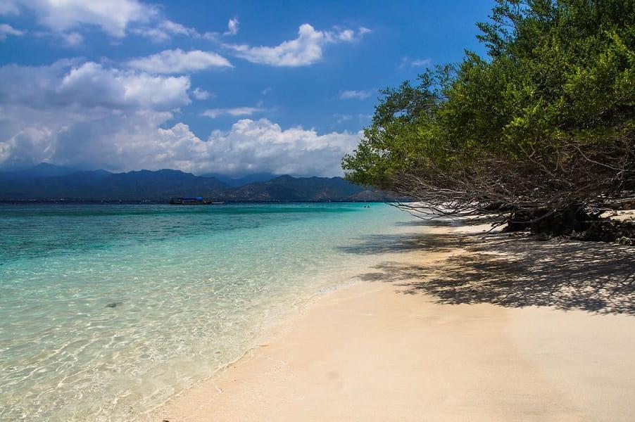 Туры на остров Гили. Пляж