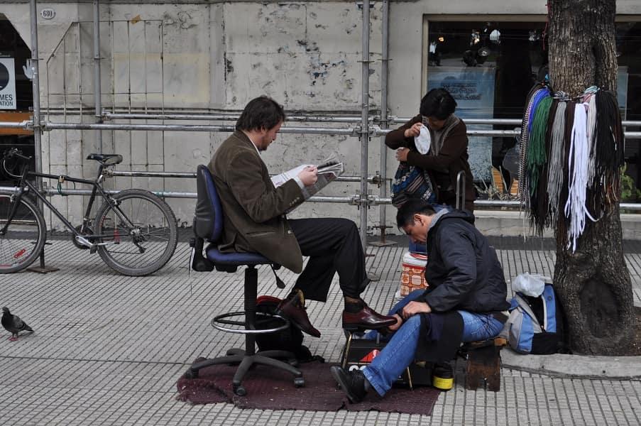 Туры в Аргентину. Буэнос Айрес. Уличный чистильщик обуви