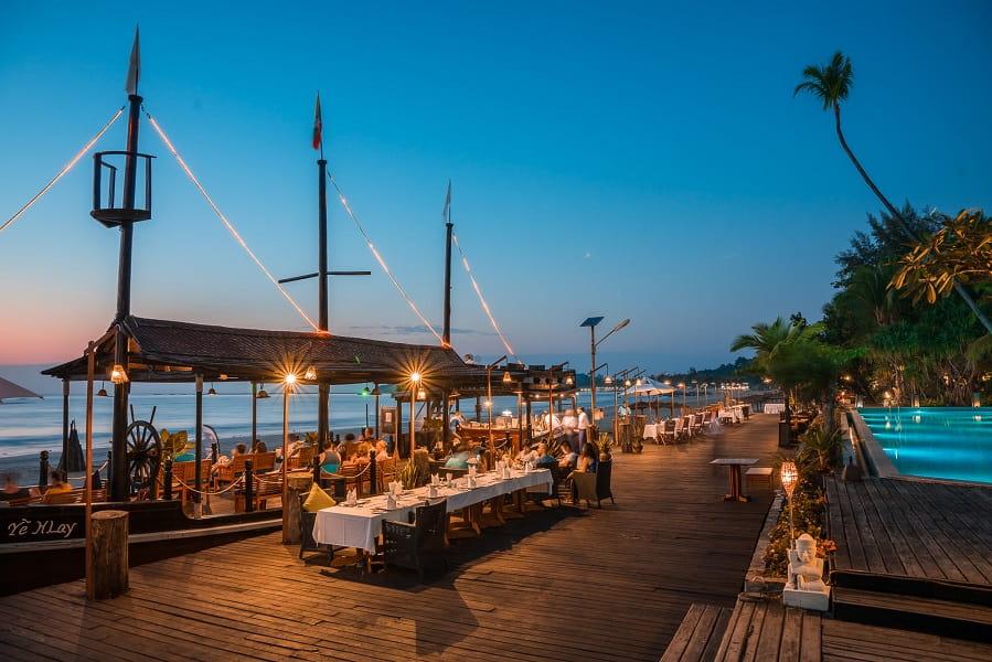 Туры в Бирму. Нгапали. Пляжный ресторан отеля Aureum