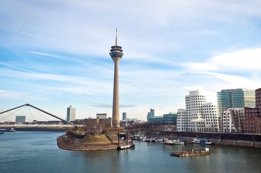 Туры в Германию. Дюссельдорф. Набережная Рейна и мост