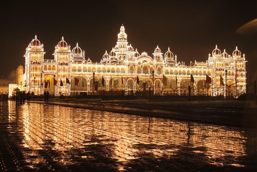 Туры в Индию. Майсур. Дворец Ночью. Озеро