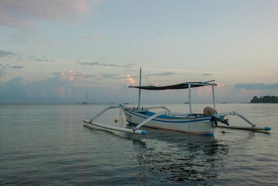 Туры в Индонезию. Индонезийская лодка
