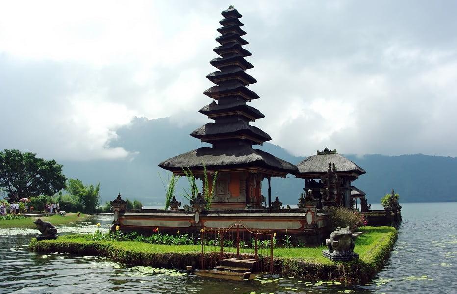 Туры в Индонезию. Север Бали. Храм на озере