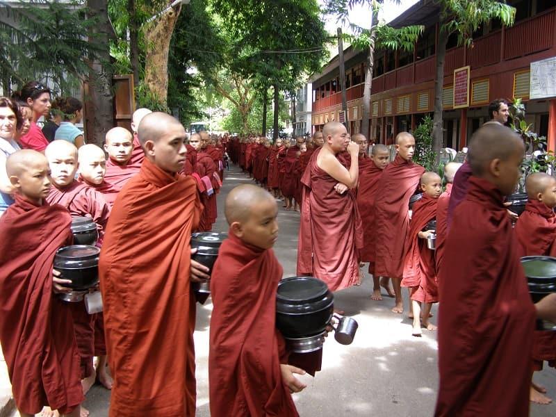 Туры в Мьянму. Амарапура. Монастырь Махагандайон Обед