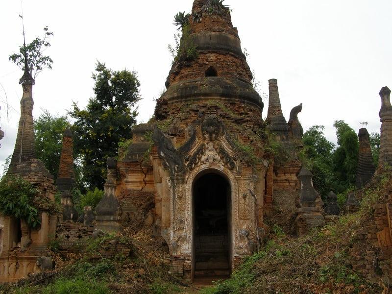 Туры в Мьянму. Деревушка Инн Дейн на озере Инле фото
