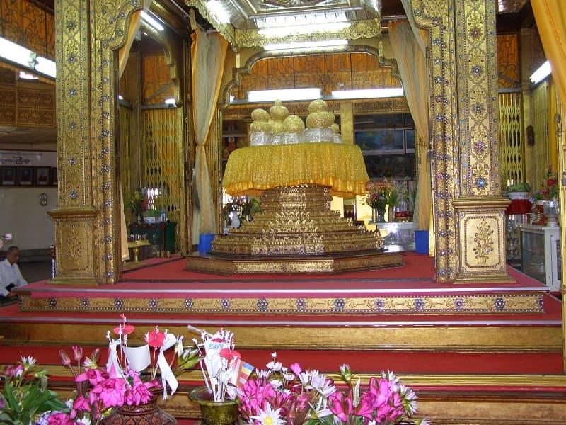 Туры в Мьянму. Фигуры Будд в пагоде Паунгдо У фото