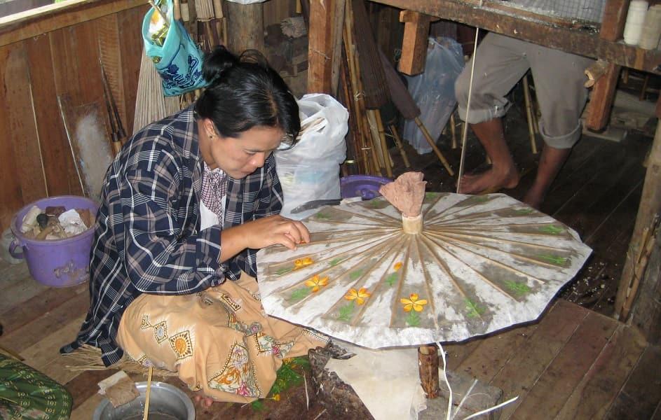 Туры в Мьянму. Изготовление зонтиков фото