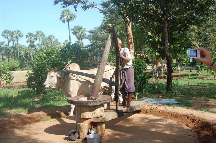 Туры в Мьянму. Местный крестианин фото