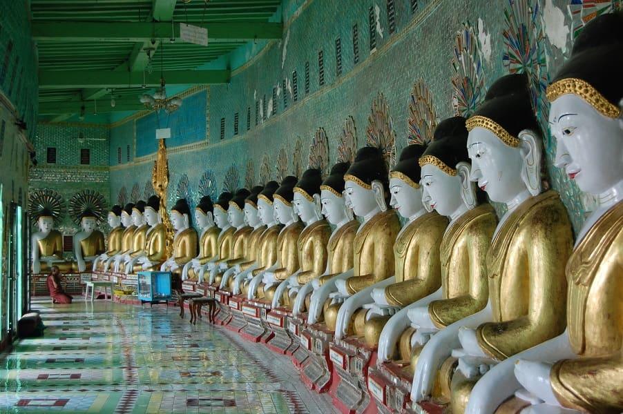 Туры в Мьянму. Мандалай. Будды в храме на холме Сагаин