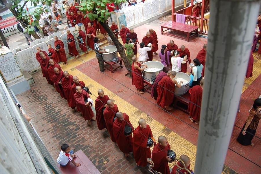 Туры в Мьянму. Мандалай. Монастырь Махагандай Обед