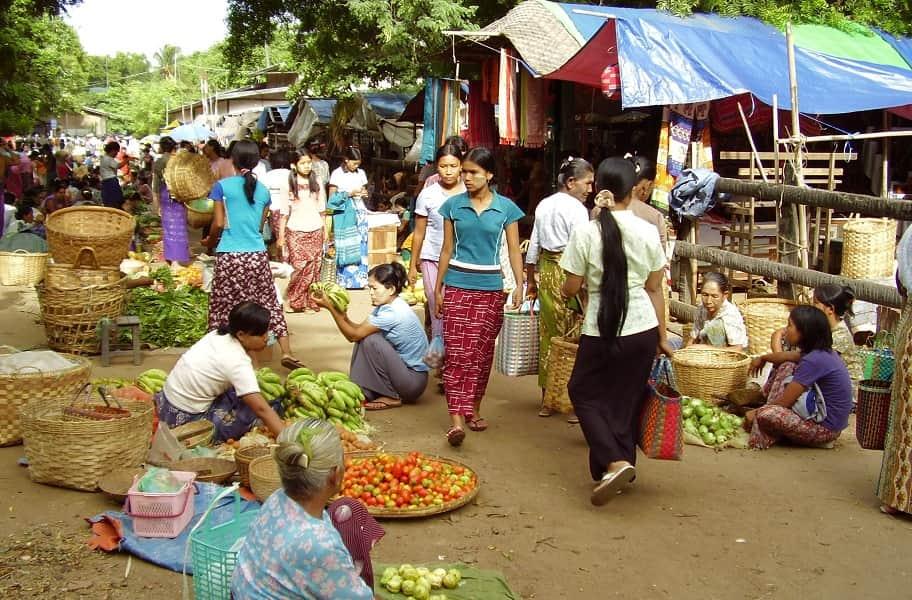 туры в Мьянму. Рынок Ньяунг У в Багане фото