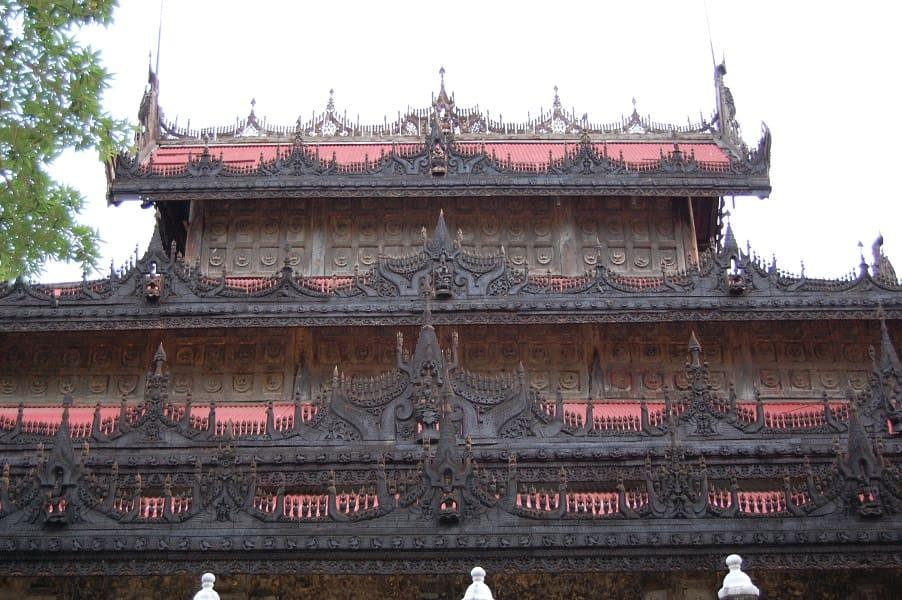 Туры в Мьянму. Монастырь Швенандо в Мандалае