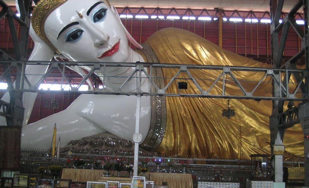 Туры в Мьянму. Янгон. Скульптура лежащего Будды
