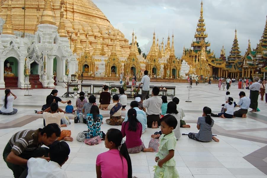Туры в Мьянму. Янгон. Территория пагоды Шведагон