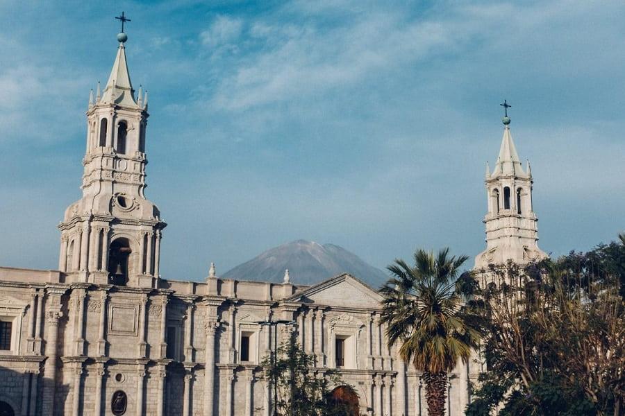 Перу город Арекипа Площадь Пласа де Армас Фото