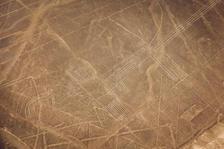 Рисунки в пустыне Наска Перу фото