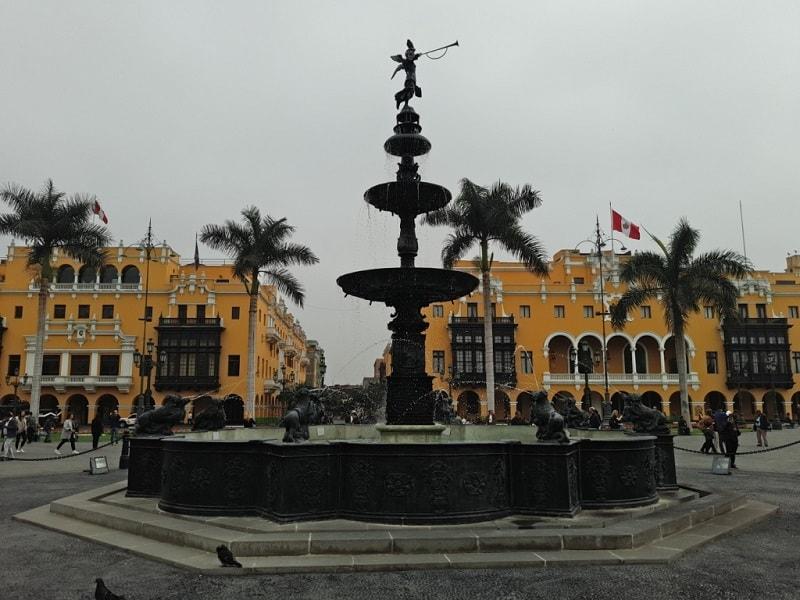 Перу Лима Центральная площадь Пласа де Армас Фото