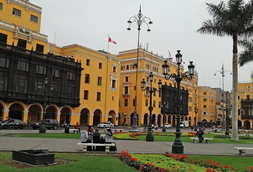 Лима город Центральная площадь фото