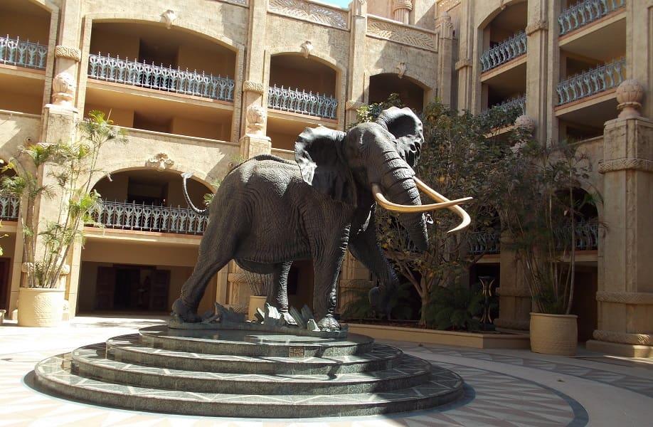Туры в ЮАР. Сан Сити. Отель Palace. Скульптура слона