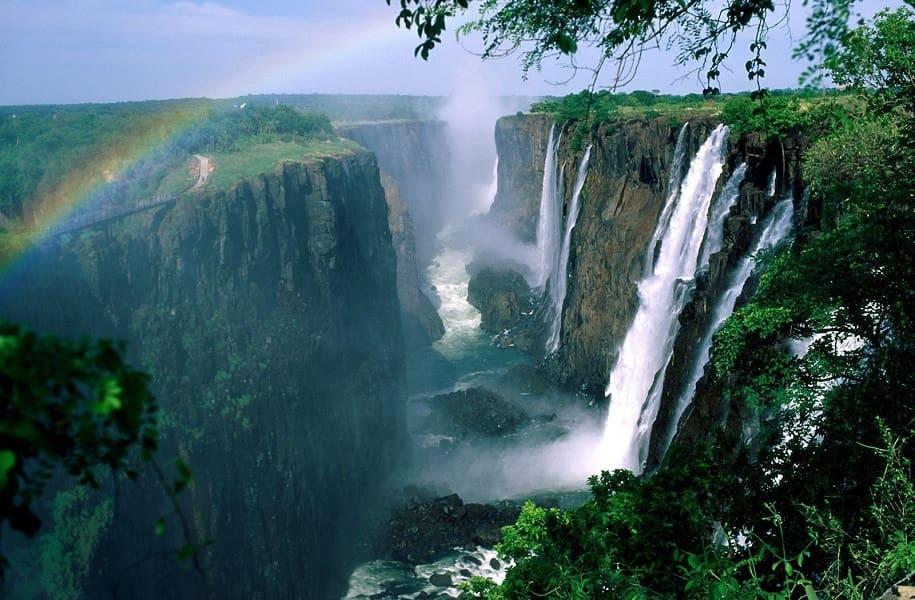 Туры в Замбию. Фото водопада со стороны отеля Zumbezi Sun